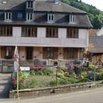 Photographie de la maison vue depuis la rue