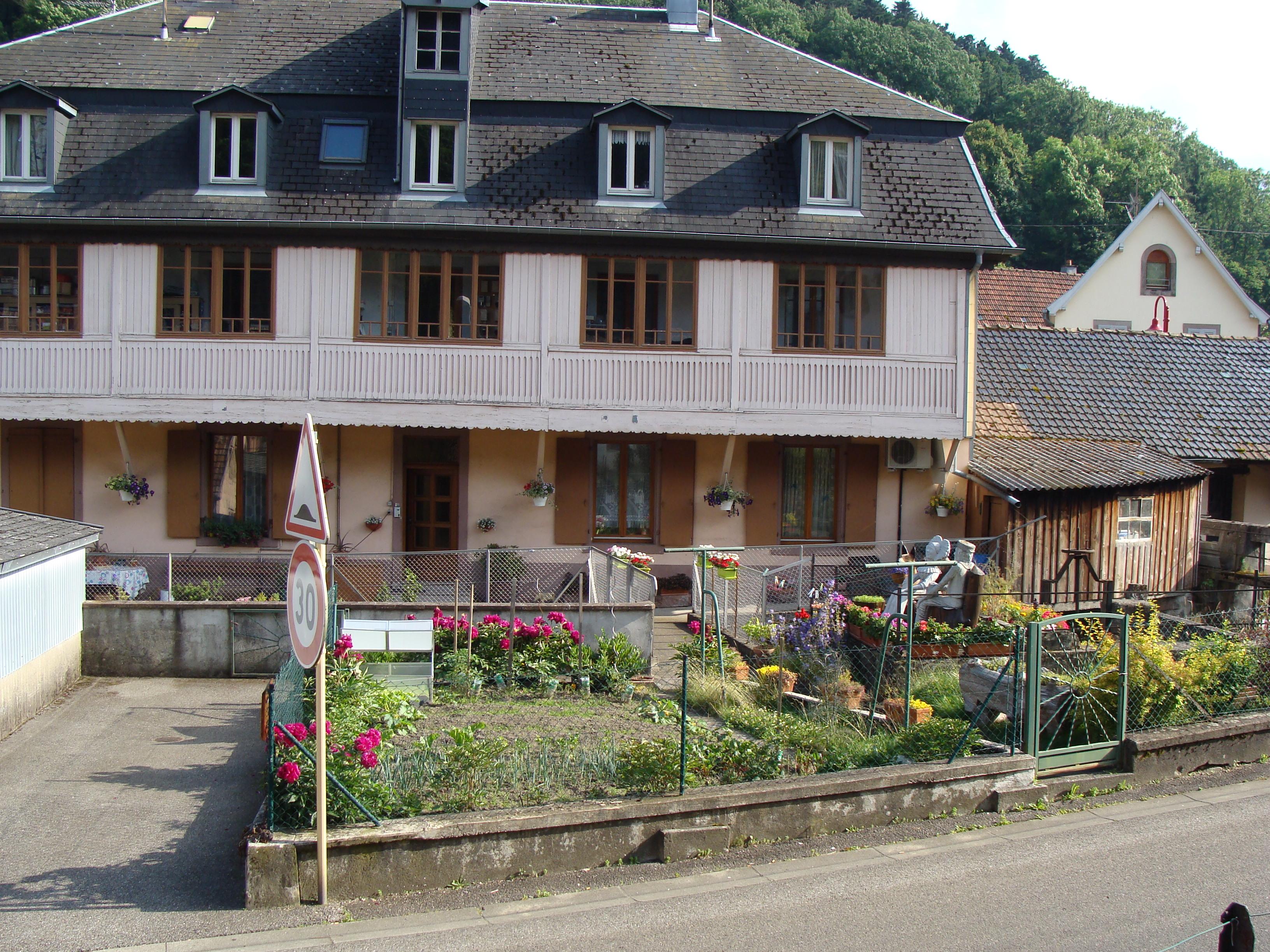 Les Meubles Orbelais Au Bord De La Riviere Village